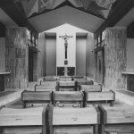 5 - Collegio dei Missionari della Ss. Trinità (ora Casa Generalizia dei Padri Trappisti) in viale Africa, Roma - EUR - Vista interna dell'ingresso e della cappella