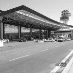 """8 - Ampliamento e ristrutturazione dell'Aeroporto """"Leonardo Da Vinci"""", Fiumicino (RM), per ADR SpA; con Studio Valle e in collaborazione con ATI Bonifica e SPEA - Vista esterna del Terminal A """"lato città"""" (T1)"""