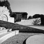 7 - Riqualificazione del Giardino di piazza Vittorio Emanuele II, Roma, per Comune di Roma; con A. Di Noto e G. Milani - Vista del teatrino e dell'albero di pietra